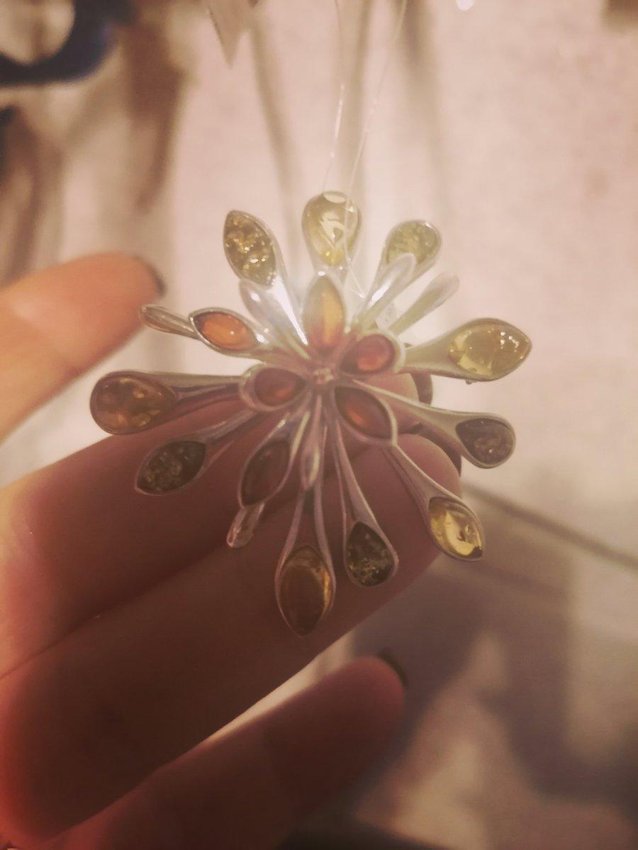 Брошь-брызги янтаря