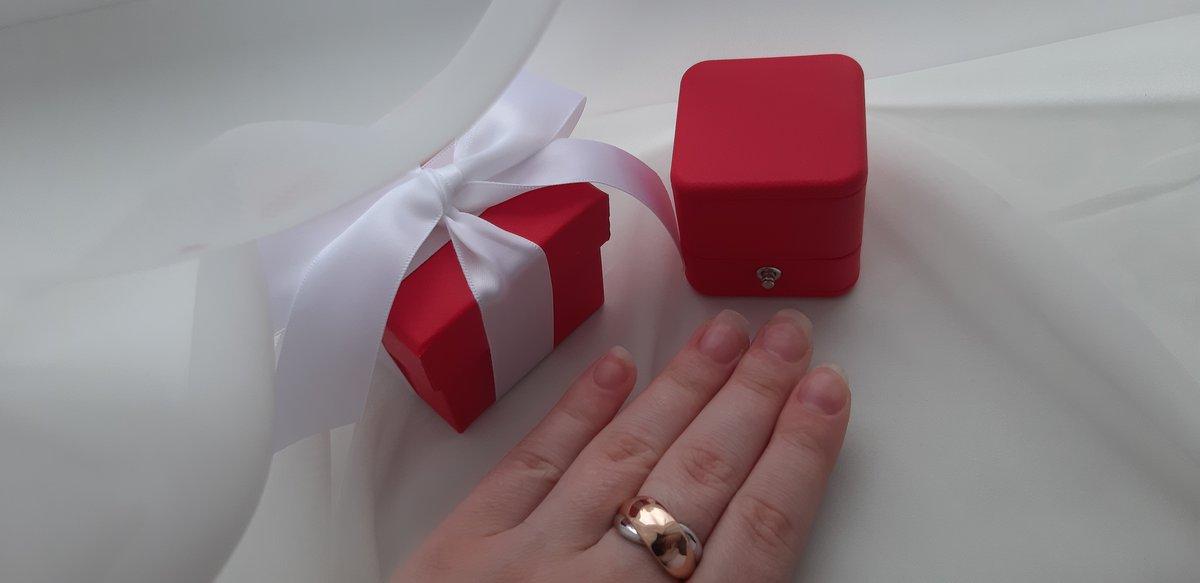 Замечательная кольцо  и подарочная упаковка