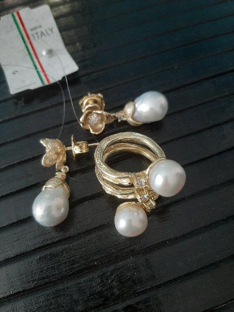 Бомбическое кольцо с жемчужинами.