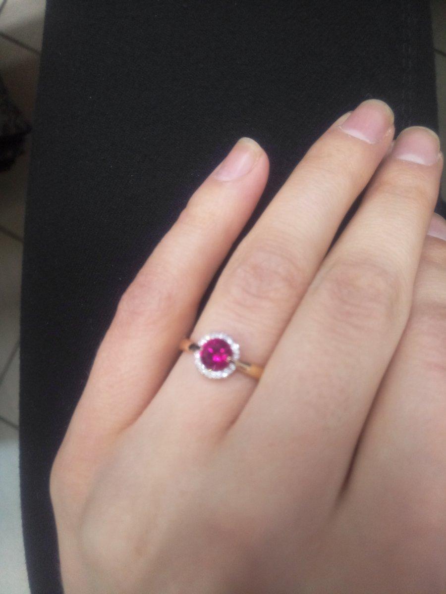 Золотое кольцо с бриллиантом и рубином