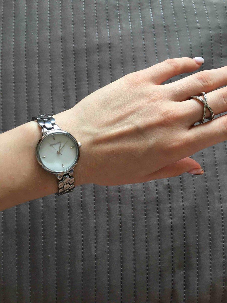 Часы красивые, локаничные и элегантные, ничего лишнего!