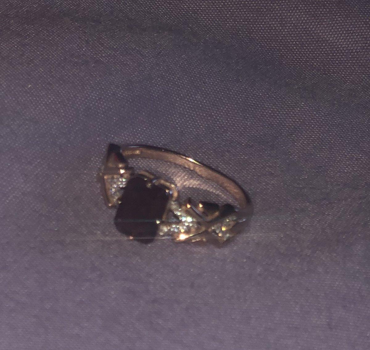 Серебрянное колечко с фианитом и гранатом.