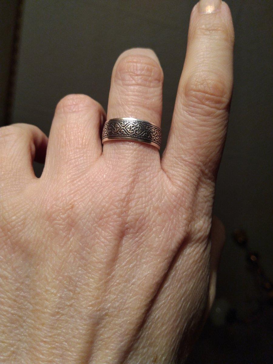 Отличное кольцо с молитвой.