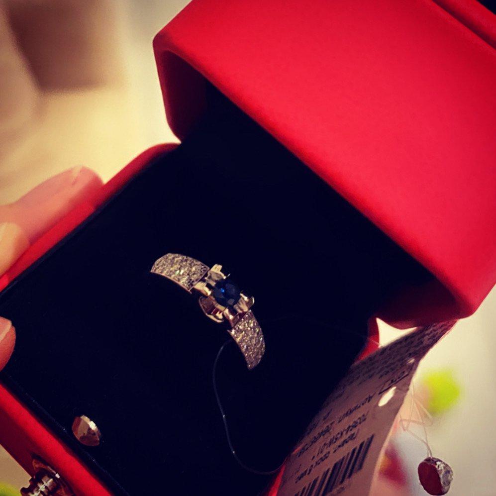 Кольцо очень стильное и благородное .