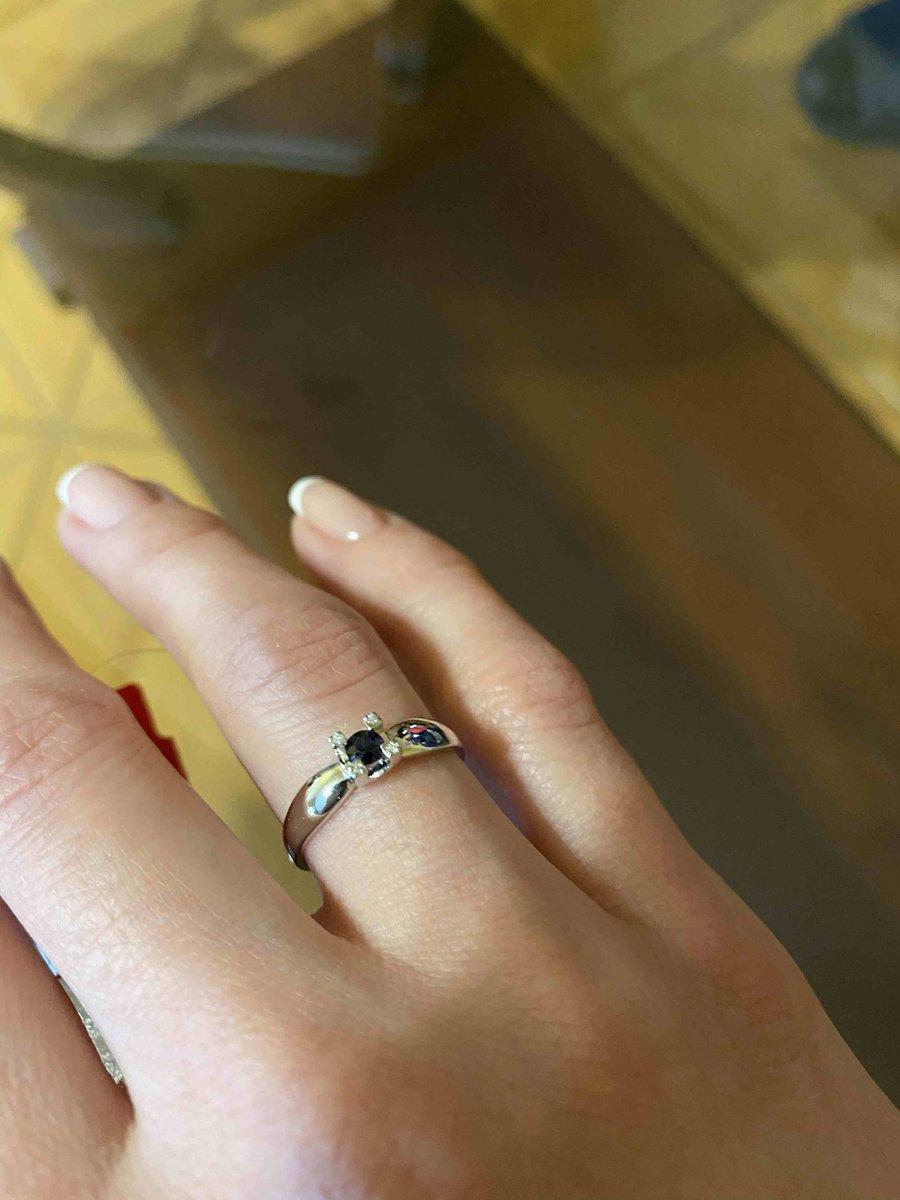 Кольцо белое золото, бриллианты и сапвир