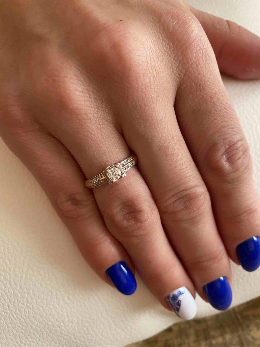 Прекрасное колечко с бриллиантом!