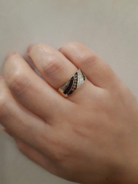 Шикарное кольцо с черными, белыми и коньячными бриллиантами