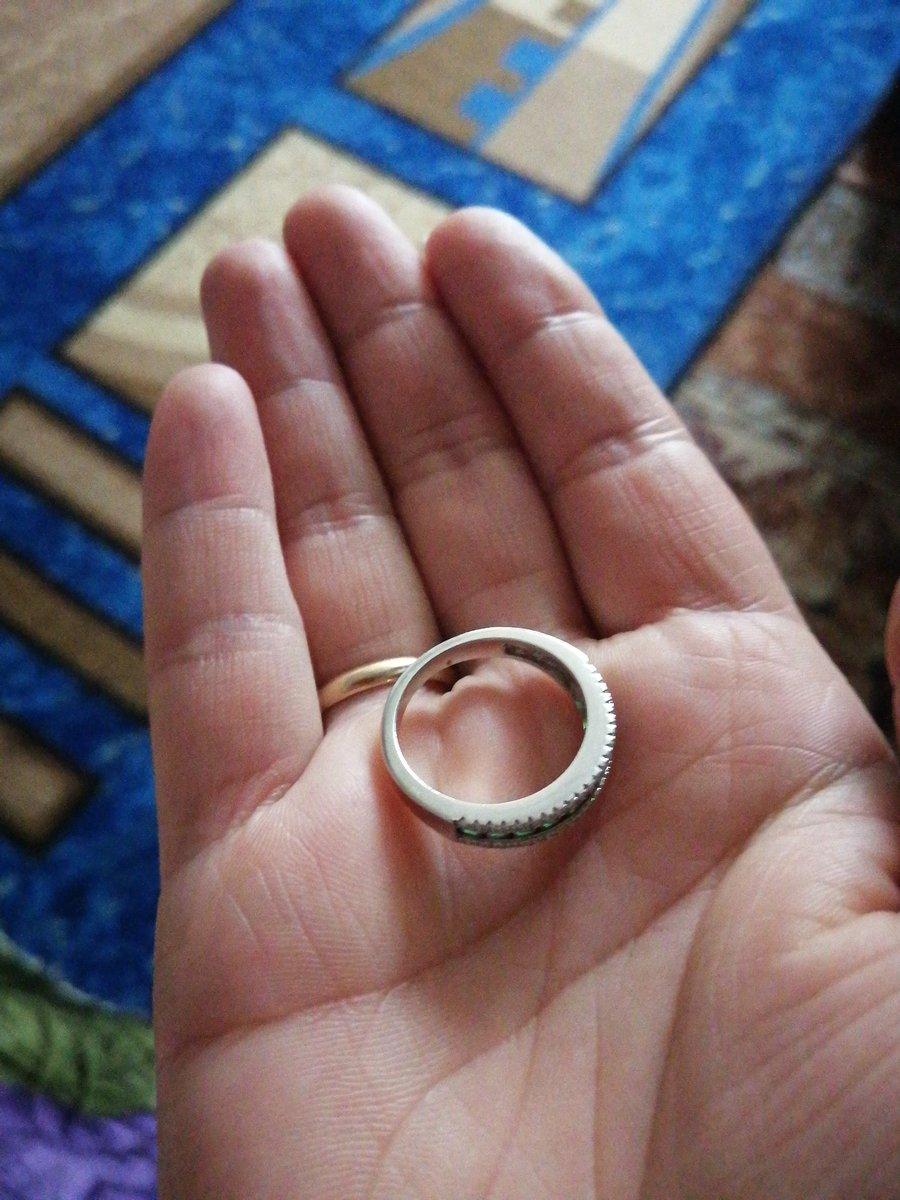 Кольцо брала в комплект к серьгам