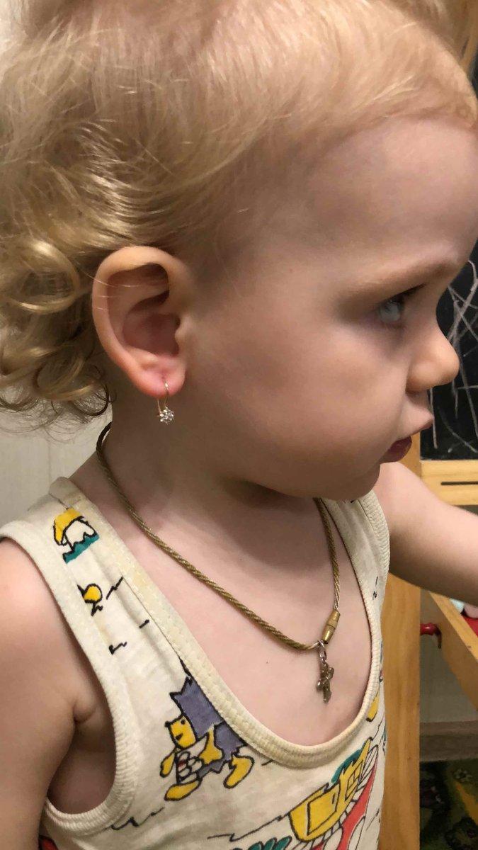 Отличные маленькие сережки, то что нужно ребенку в 1,5 года👍