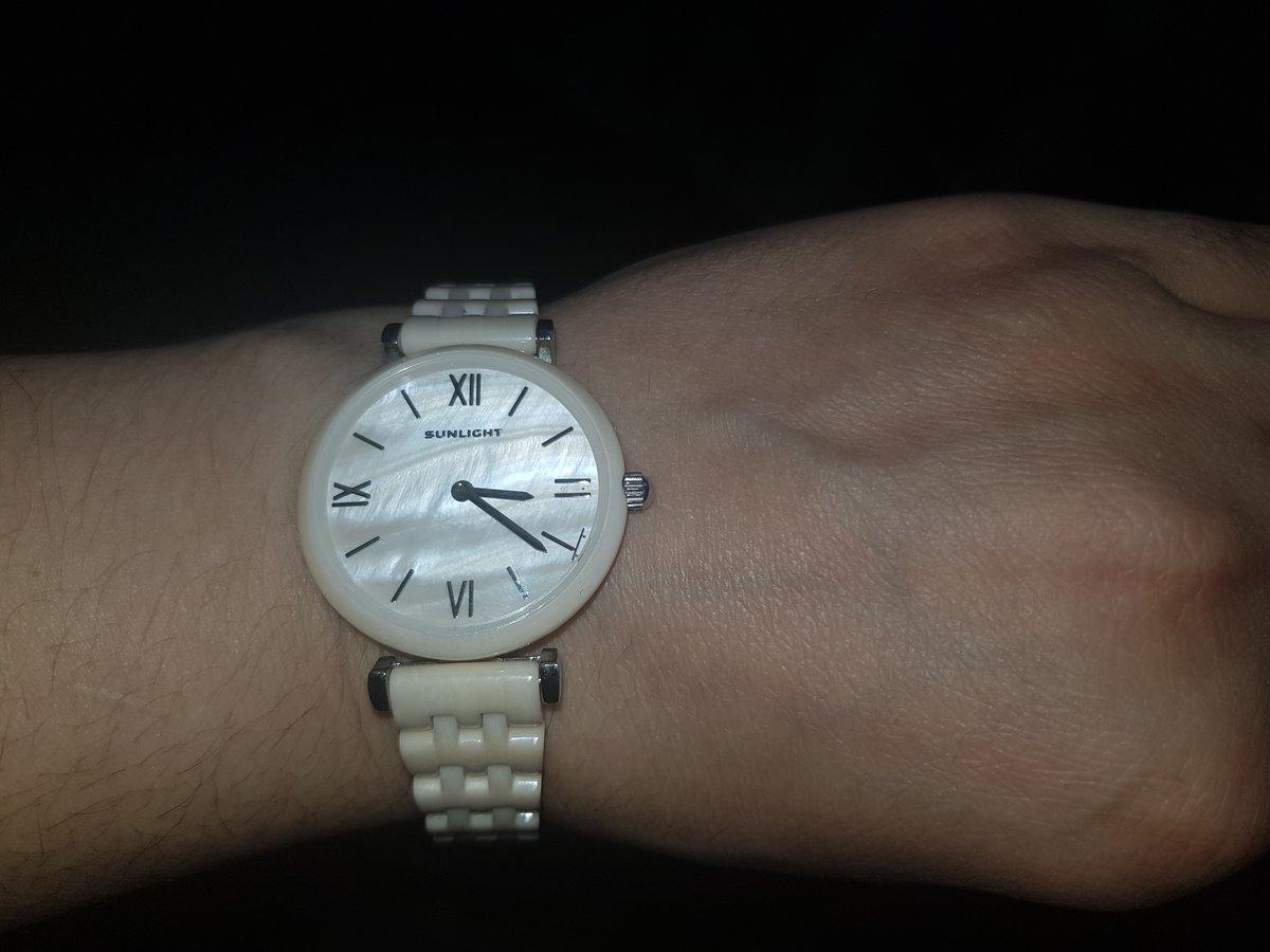 Часы с перламутром.