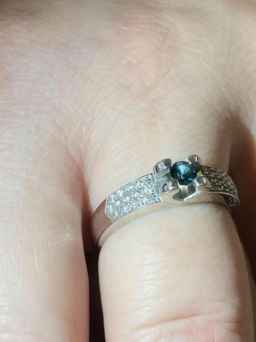 Отличное кольцо для любителей белого золота