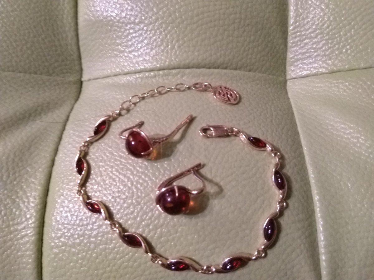 Заказала браслет,как дополнение к золотым серьгам,с янтарем.