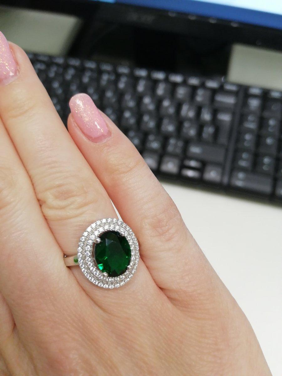 Кольцо с зелёным фианитом