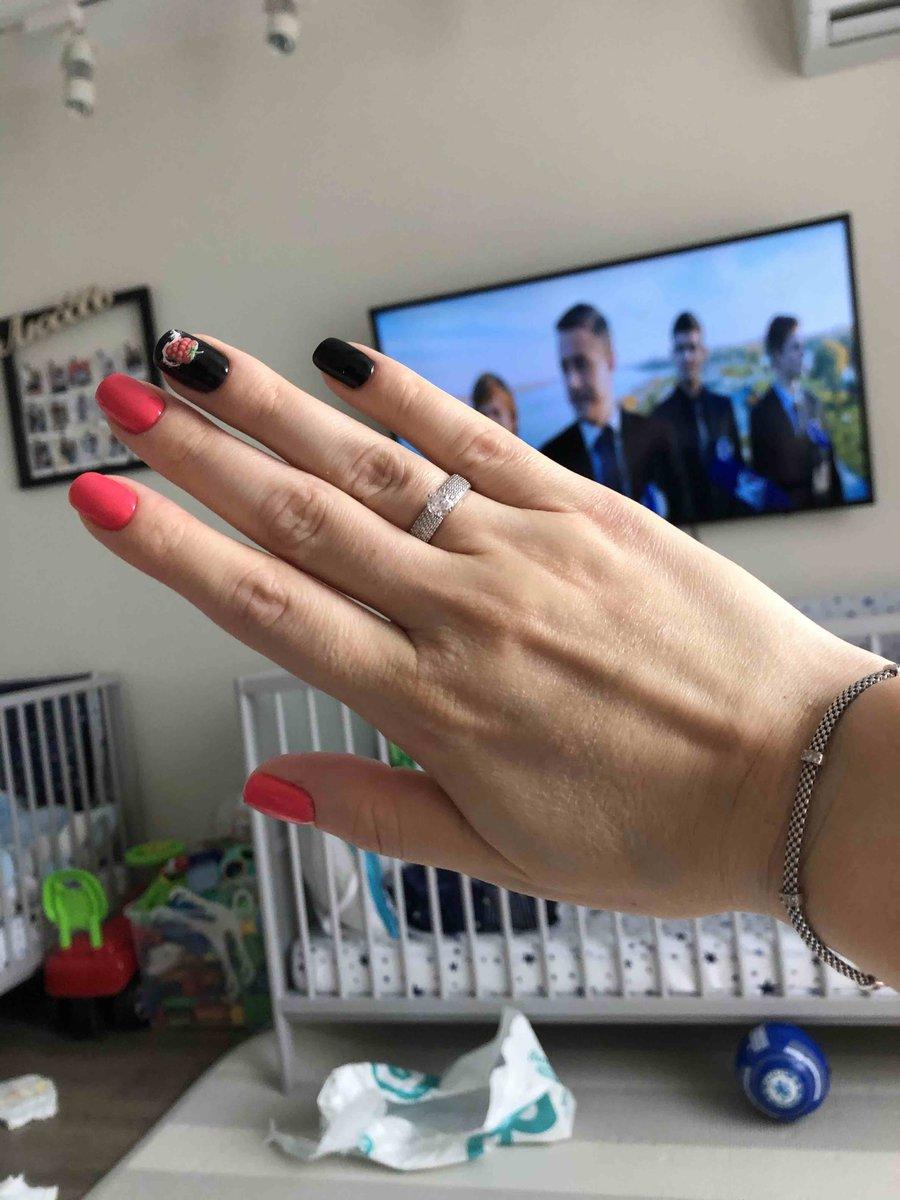 Кольцо выглядит, как с бриллиантами