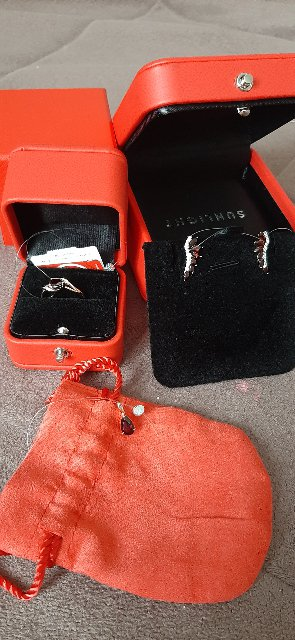 Кольцо с гранатом и бриллиантами.