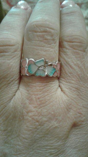 Очень красивое кольцо,буду заказывать такие серьги.