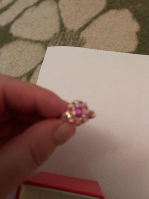 Золотое кольцо с рубином и брильянтами.