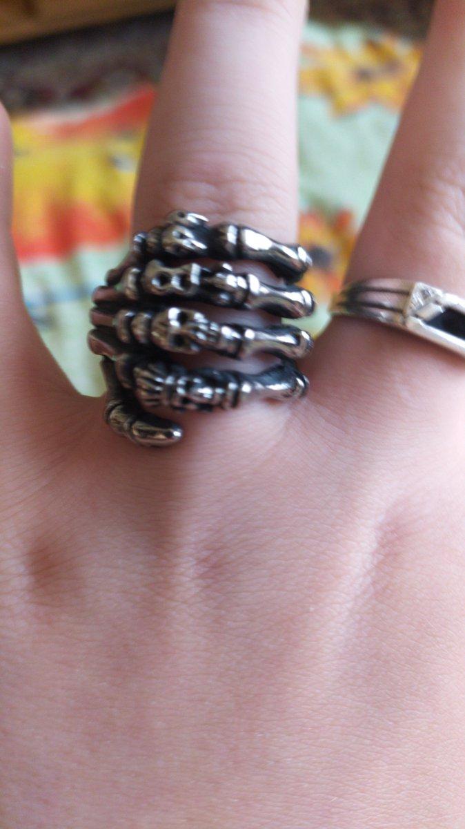 Очень красивое и стильное кольцо