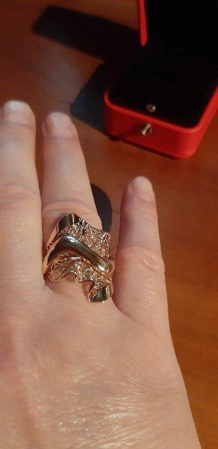 Красивое большое кольцо.