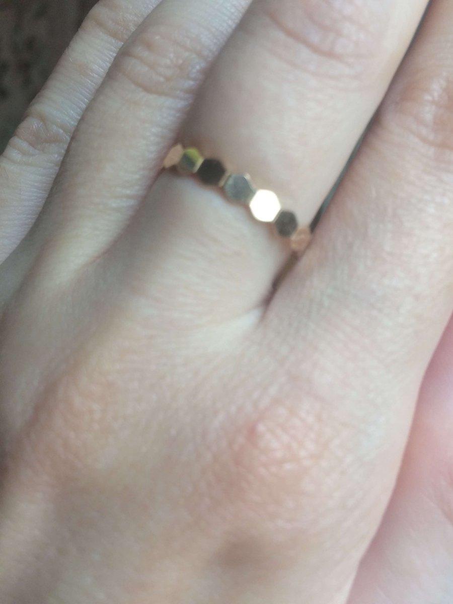 Оригинальное, яркое, но в то же время простое кольцо