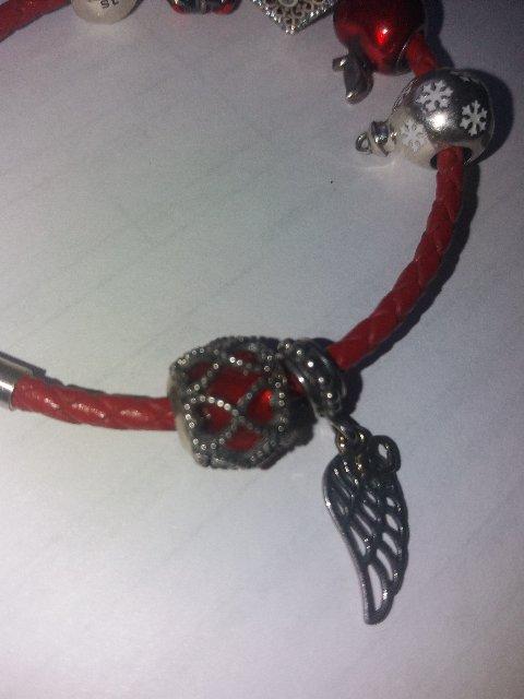 Красныф шарм с серебряным плетением