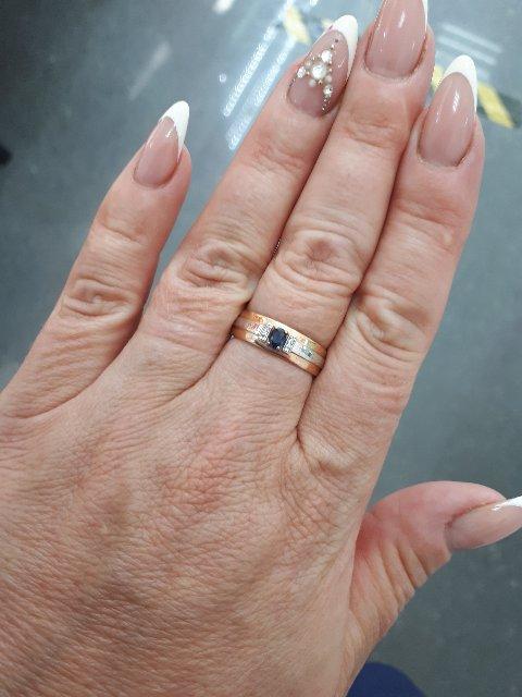 Очень милое кольцо,  смотриться шикарно!!
