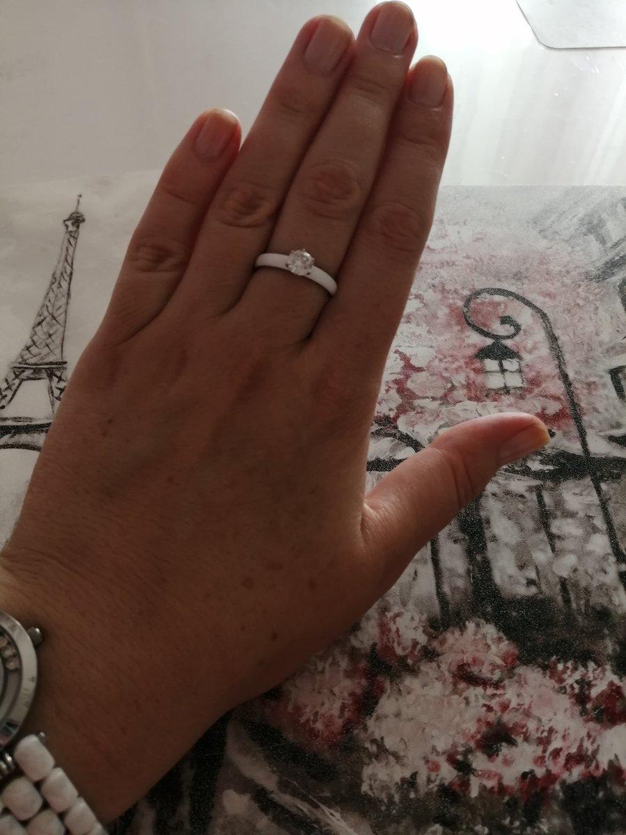 Кольцо серебряное с белой эмалью