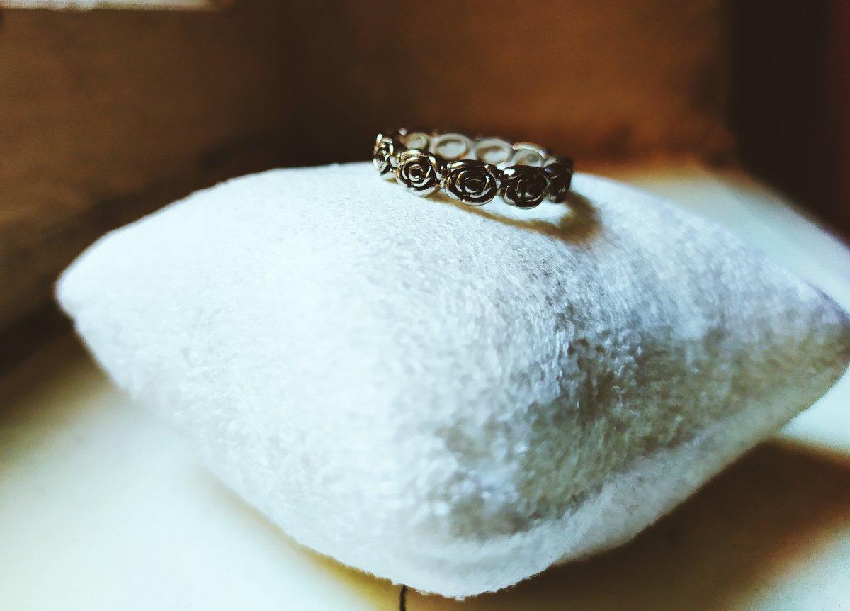 Кольцо с розами.