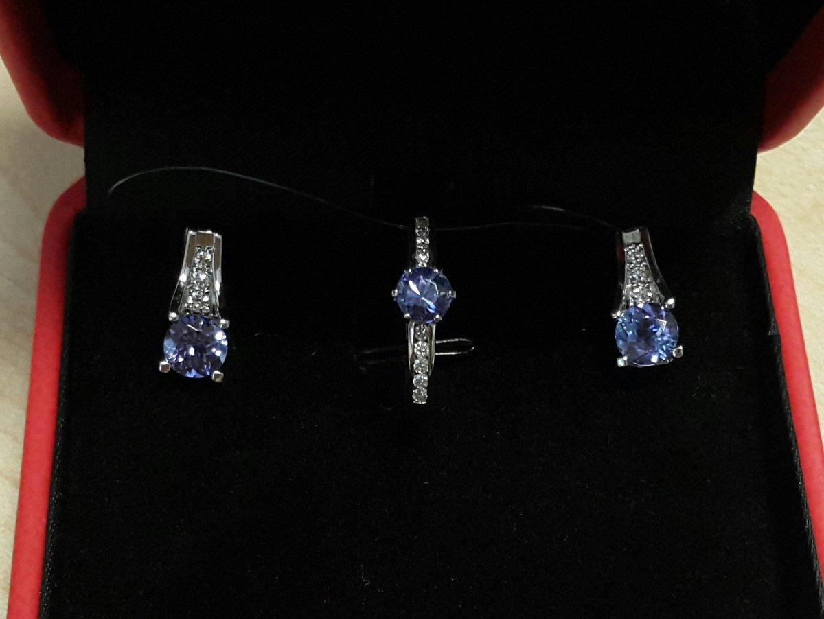 Крупные танзаниты и немаленькие бриллианты