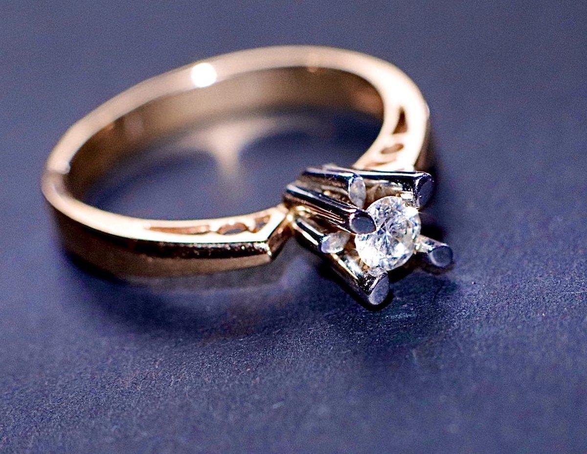 Волшебное колечко с бриллиантом!