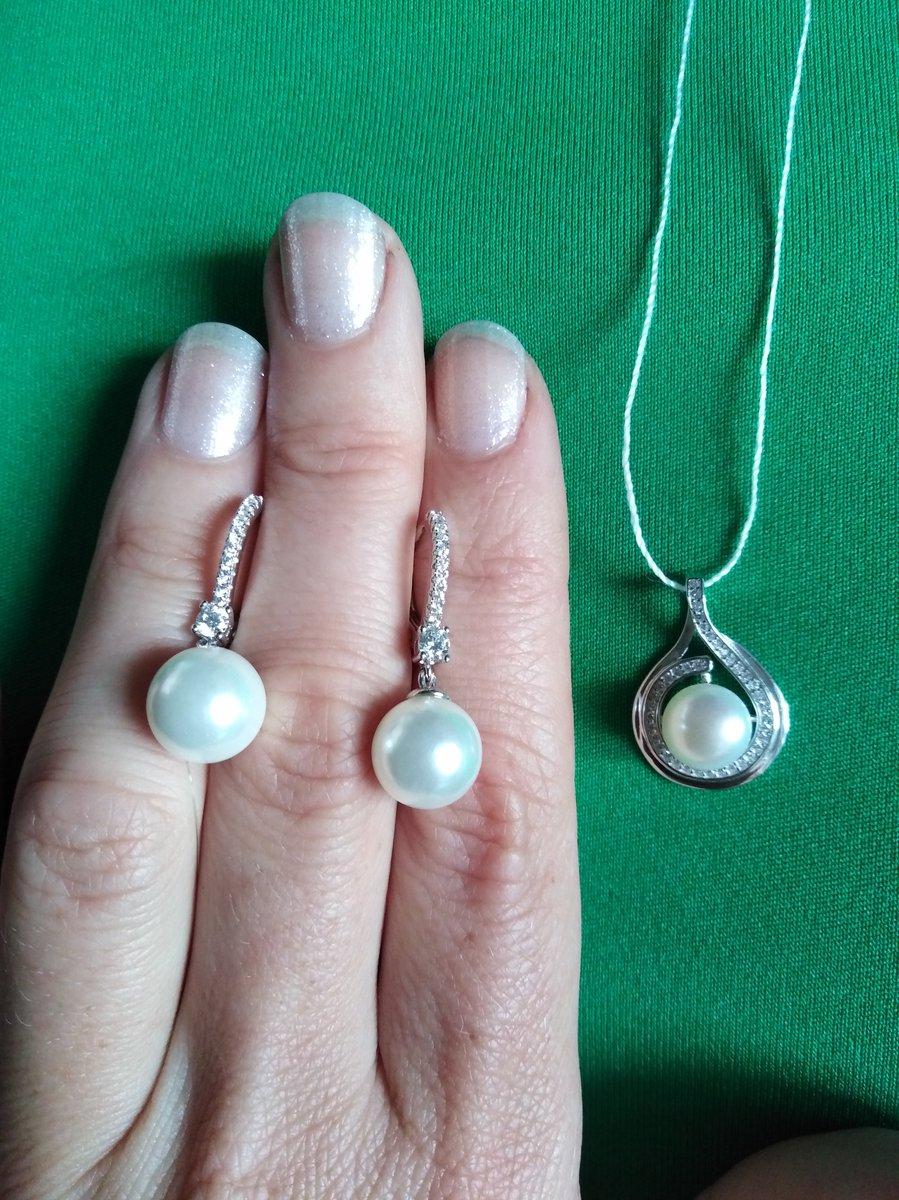 Серебряные серёжки с жемчужинками.