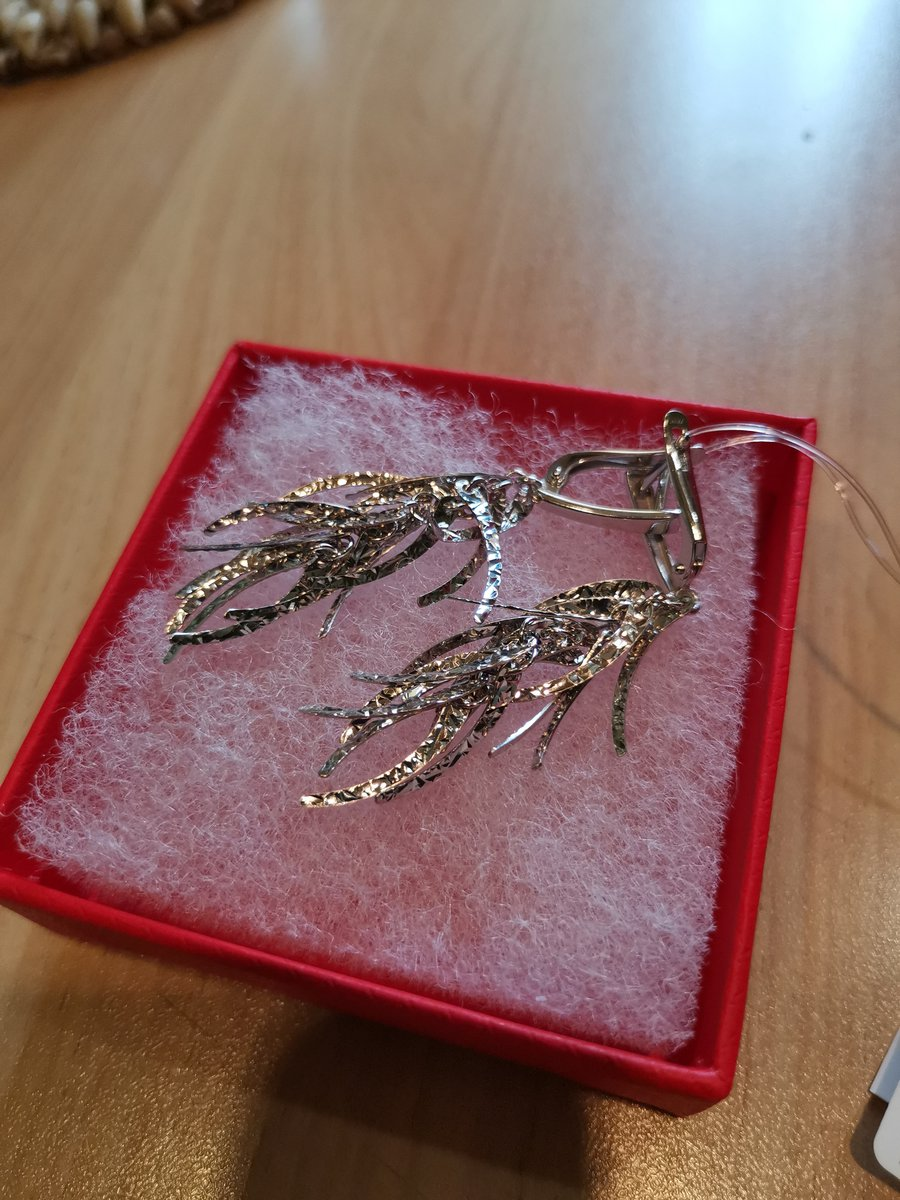 Серебряные серьги.