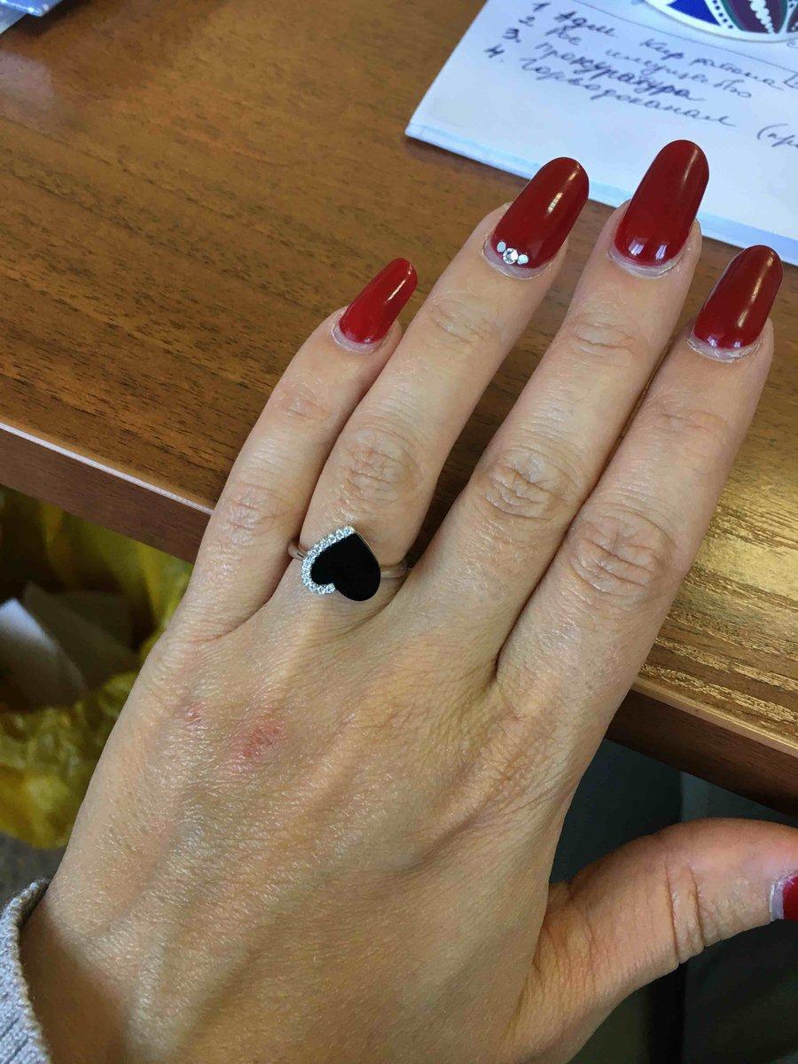 Кольцо с керамикой! размер 16, отличное кольцо! очень красиво смотриться!!!