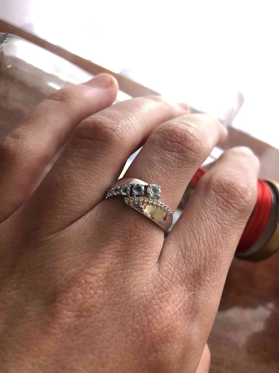 Серебрянное кольцо с топазами