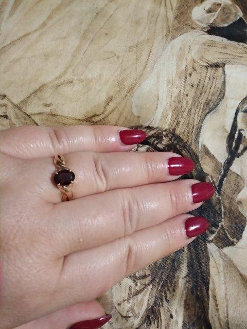 Очень шикарное кольцо с гранатом, великолепное, стильное и красивое.