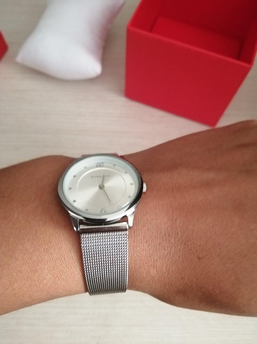 Часы, серебристого цвета