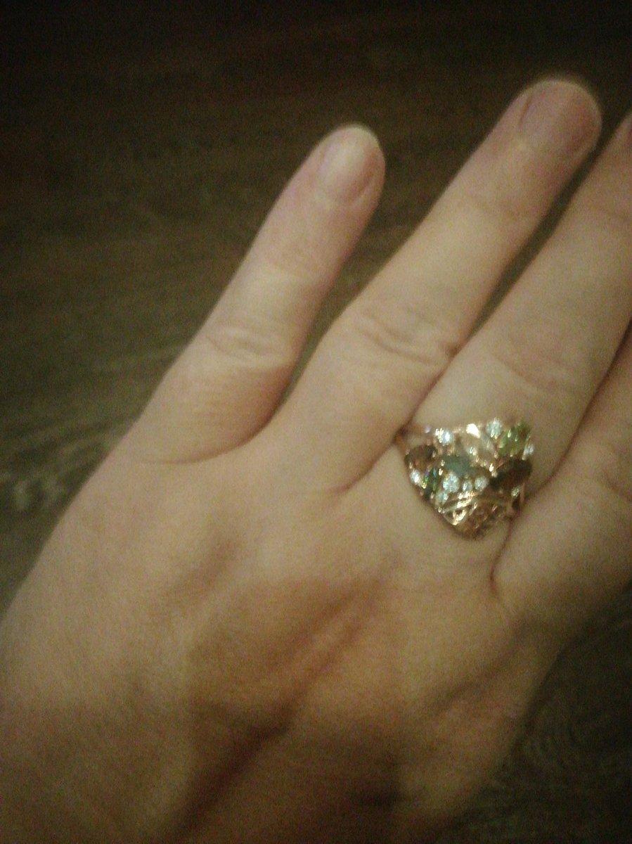 Милое нежное кольцо, очень порадовала покупка.