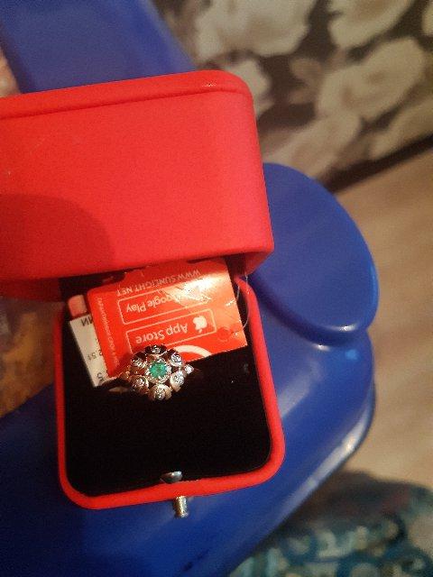 Золотое кольцо с изумрудам и бриллиантами