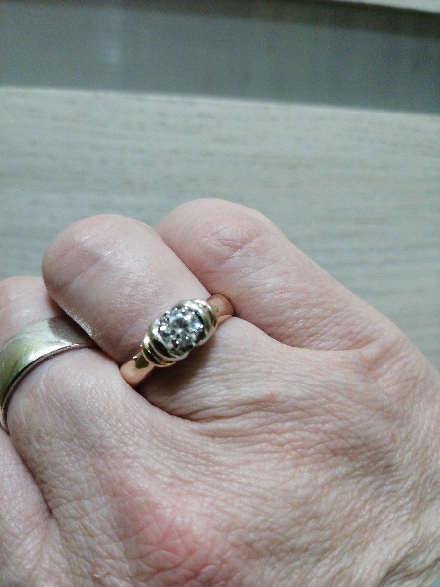 Кольцо смотрится очень дорого, не смотря на вполне приемлемую стоимость.