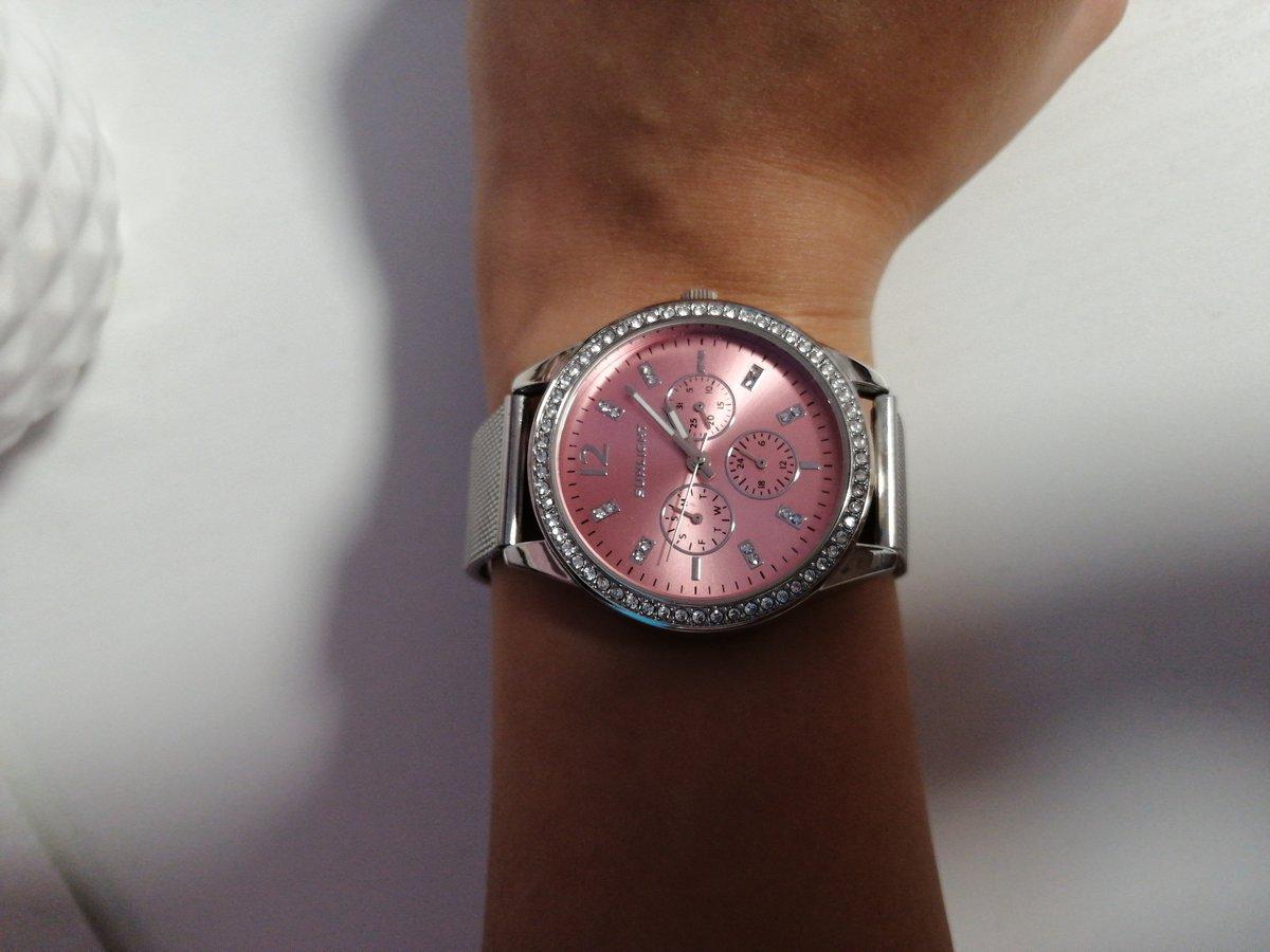 Стилтные, красивые часы!