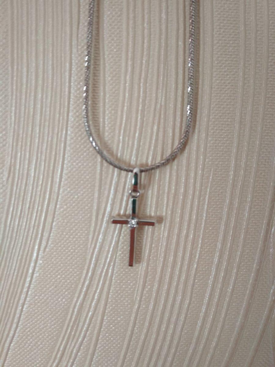 Золотой крестик с бриллиантиком