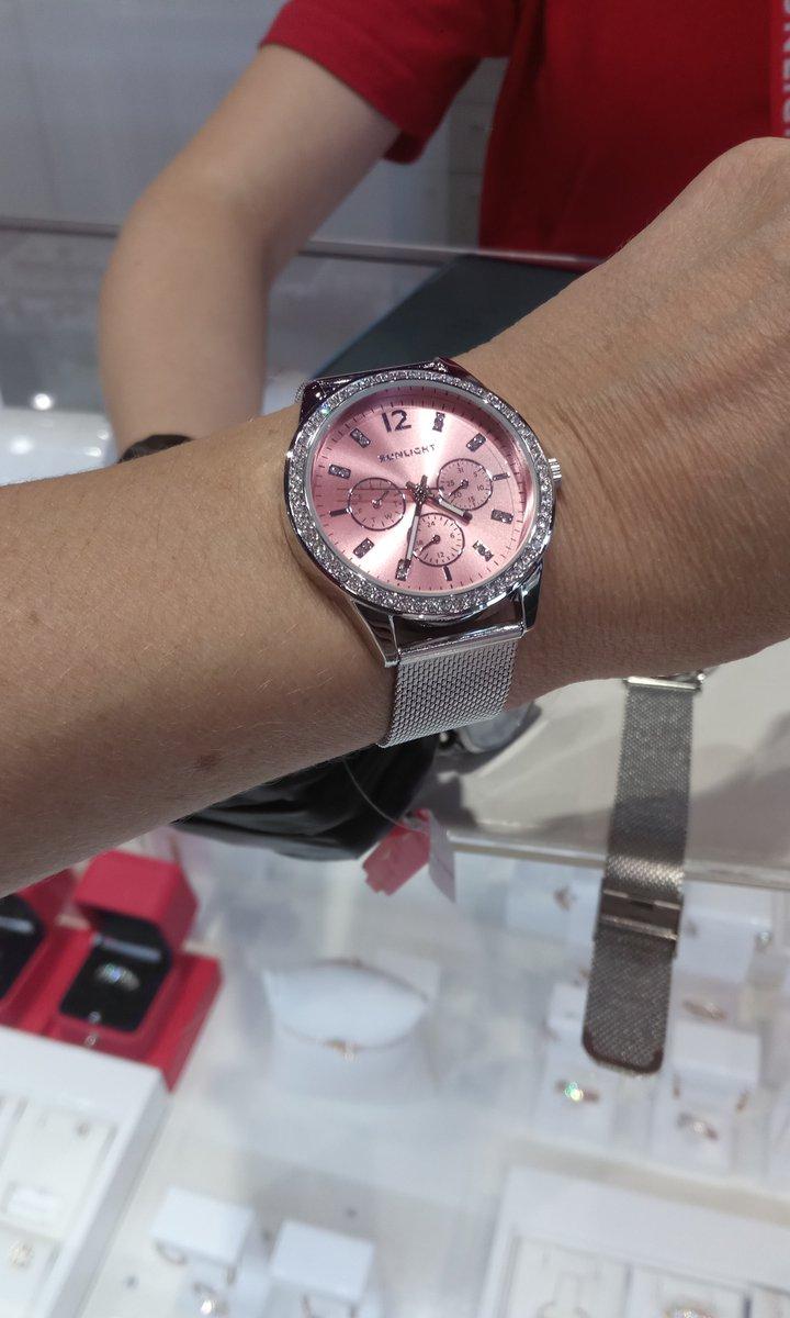 Часы  розовые
