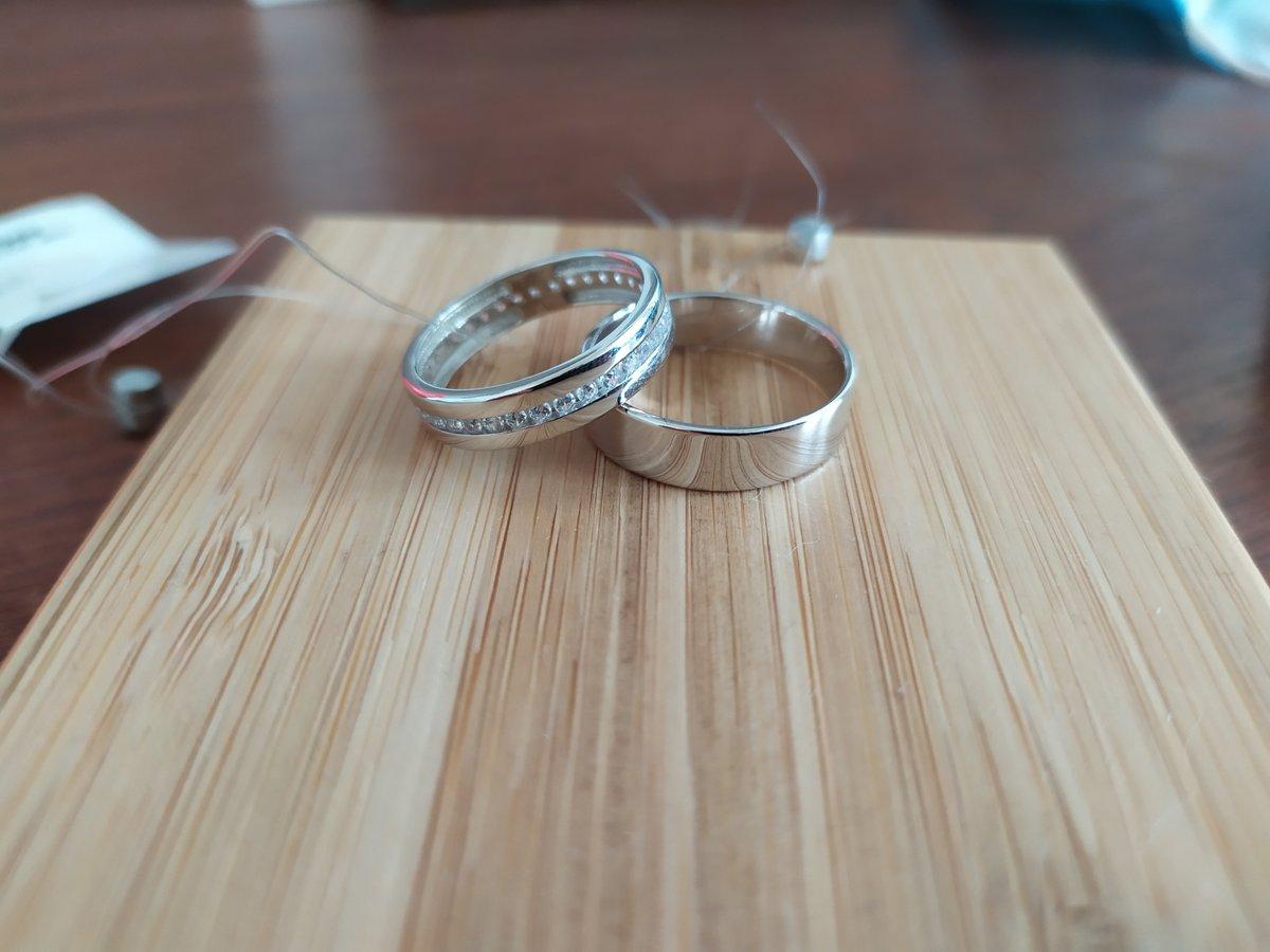 Обручальное кольцо просто прекрасно