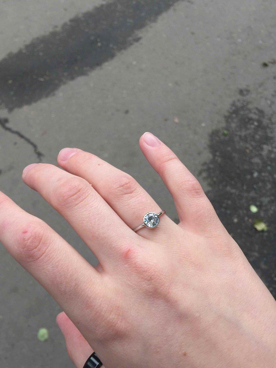 До безумия красивое кольцо.