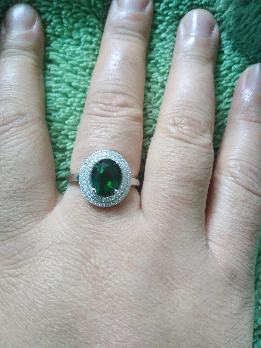 Очень красивое кольцо прям в любился как увидела живую.ещё заказала 2 шт.