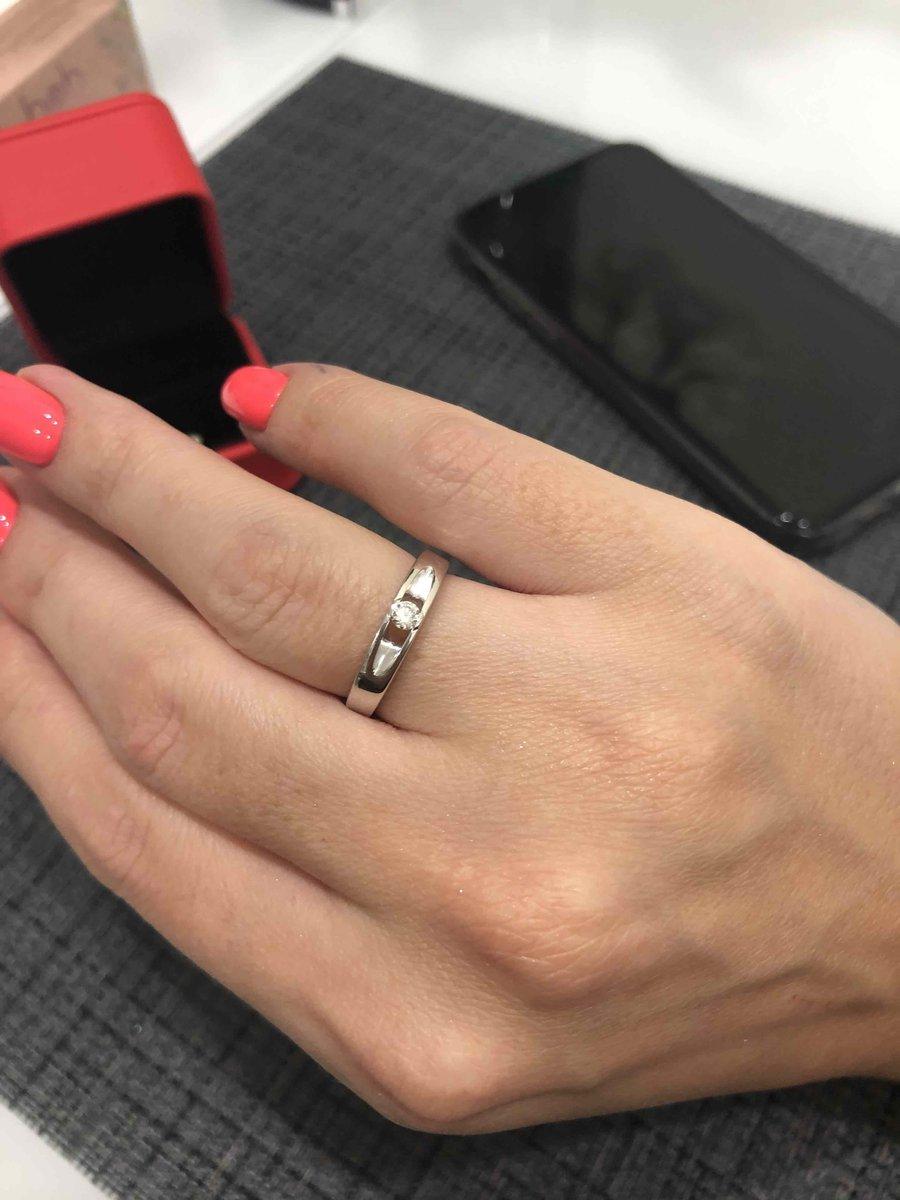 Очень красивое кольцо, с толстой огранкой, на пальчике смотриться🔥