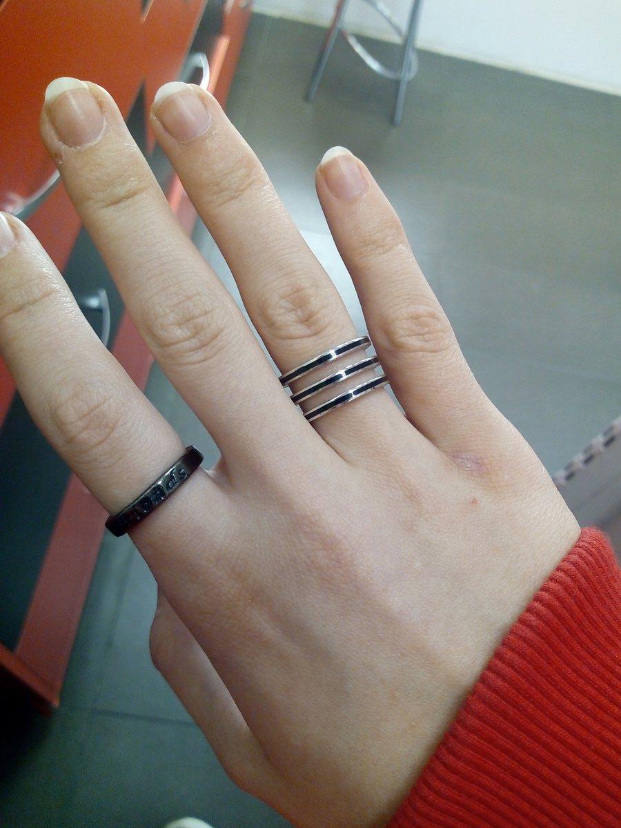 Серебряное кольцо с чёрной эмалью