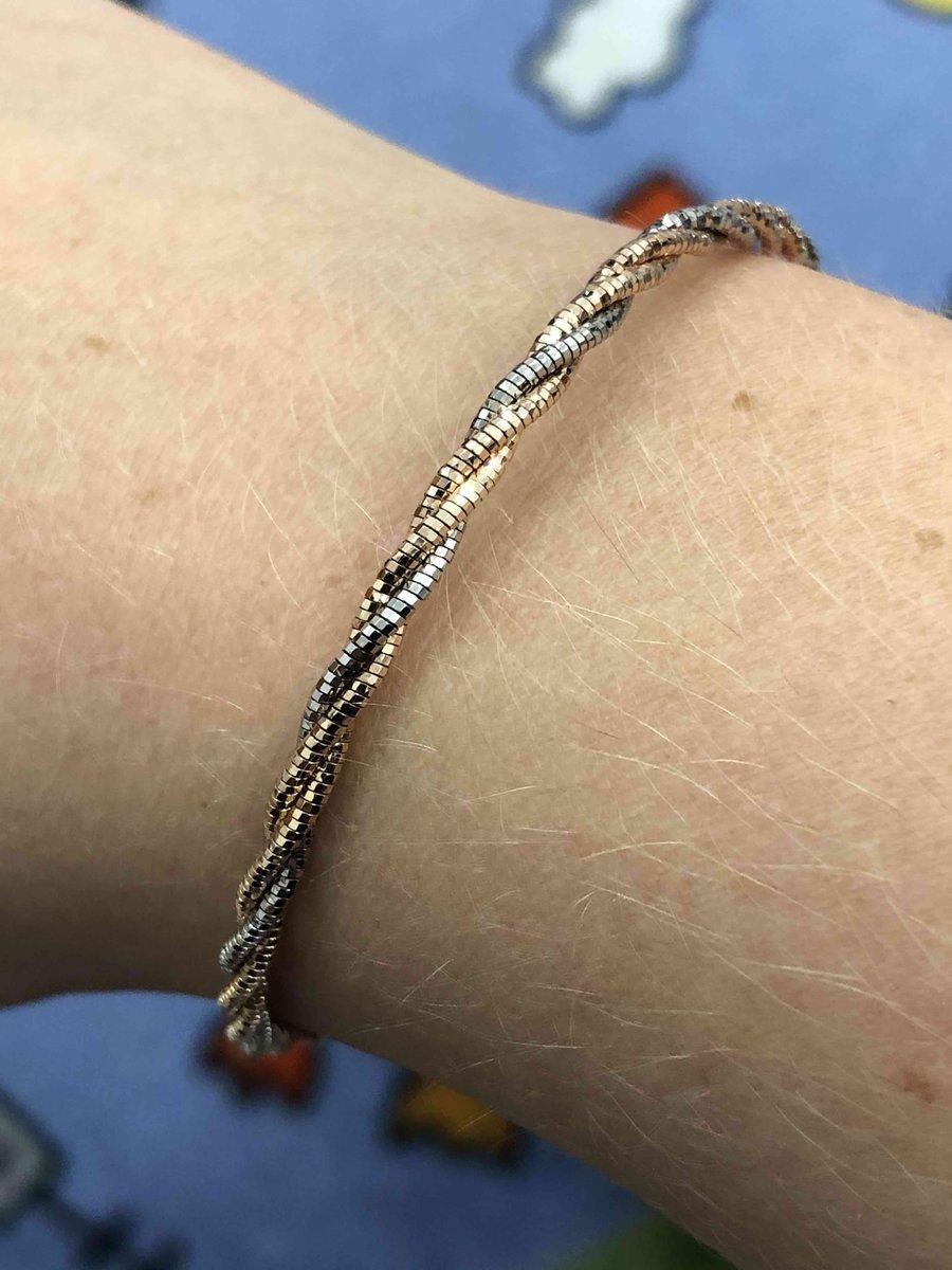 Прекрасный, стильный браслет!