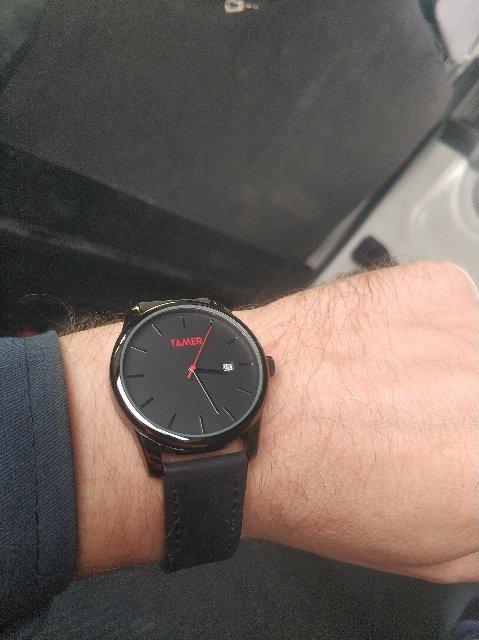Часы стильные смотрятся хорошо
