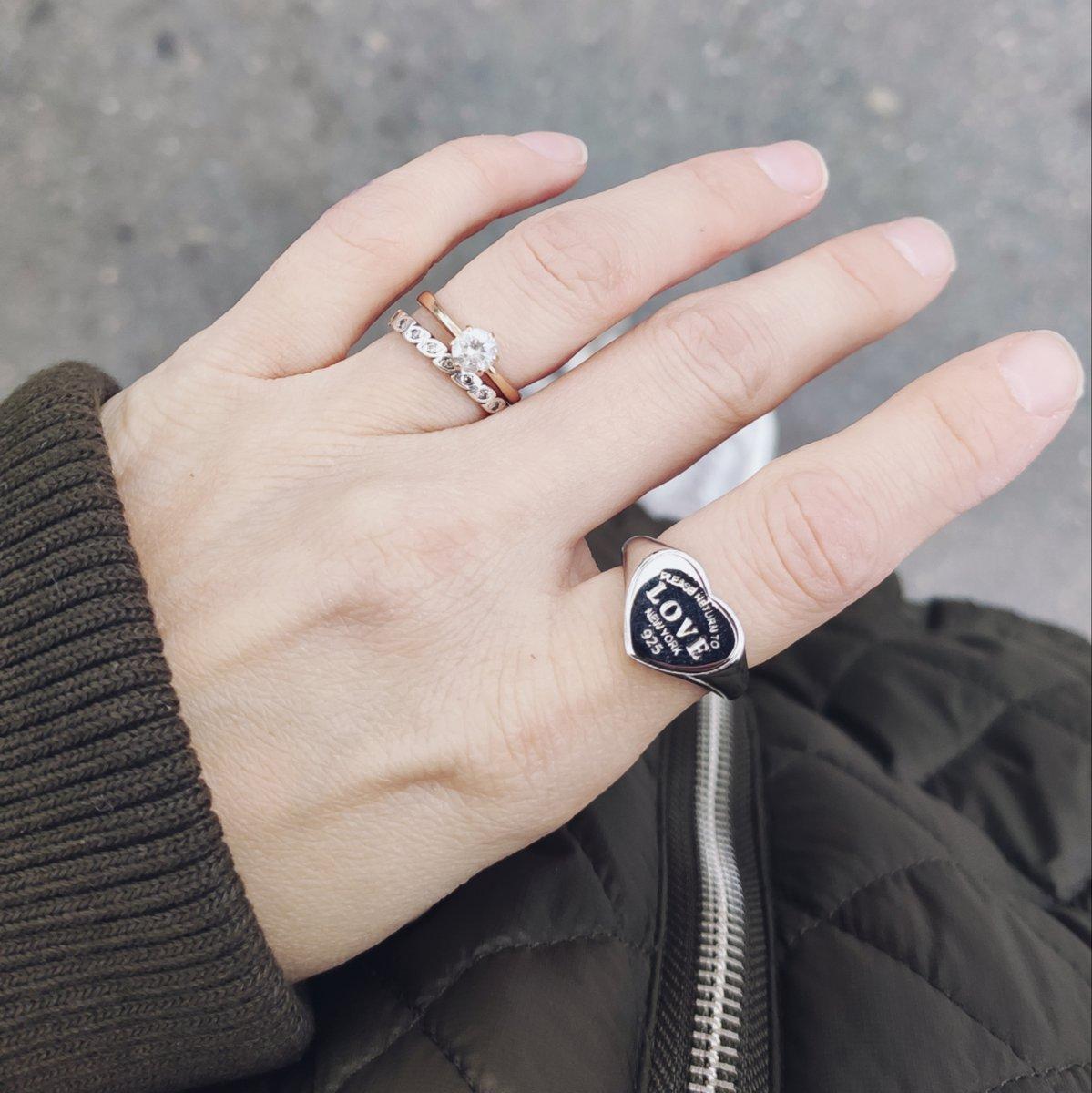 Когда заказывала не особо была на это кольцо настроена